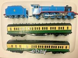 Bachmann HO Train Thomas & Friends Gordon The Big Engine w Passenger Car Set