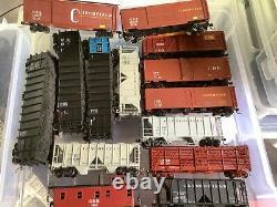 Bachmann HO gauge Clinchfield locomotive and various train cars