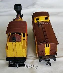 Barnum & Bailey Circus Train Set Roundhouse Built withLocomotive 10 Cars HO Scale
