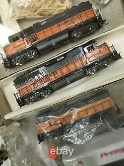 Ho Scale Huge Lot Vintage Trains, Cars Buildings Ect