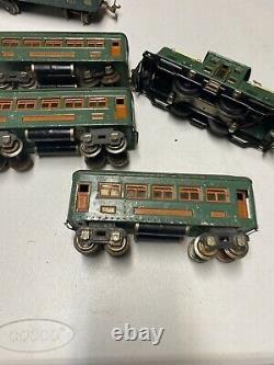 LIONEL TRAIN SET 252 ENGINE & 2-607 1-608 CARS GREEN GOOD Runs -1