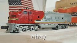 Lionel Vintage O gauge Train Set Postwar 2343 Locomotive with 4 Passenger cars