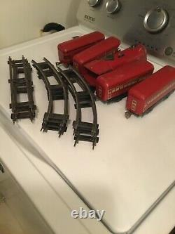 MARX TRAIN SET WIND-UP STREAMLINE LOCOMOTIVE & TIN PULLMAN CARS Incomplete